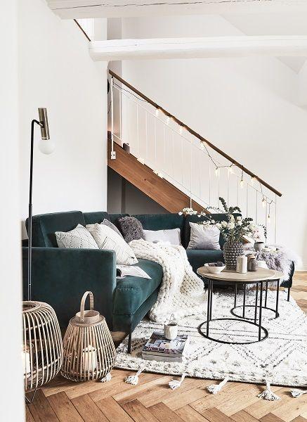 Modern Scandi In Diesem Wunderschonen Wohnzimmer Stimmt Einfach Jedes Detail Ein Elegantes Sofa Kuschelige Kissen Das E Gemutliches Sofa Wohnen Grunes Sofa