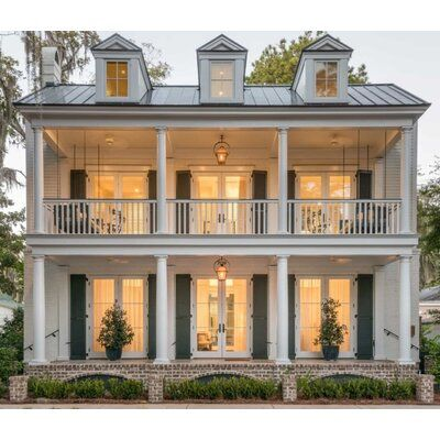 Beaufort, SC is one of our favorite Southern towns. From the historic homes to t.Beaufort, SC is one of our favorite Southern towns. From the historic homes to the gorgeous style of architect Allison Ramsey, there is so much to love.