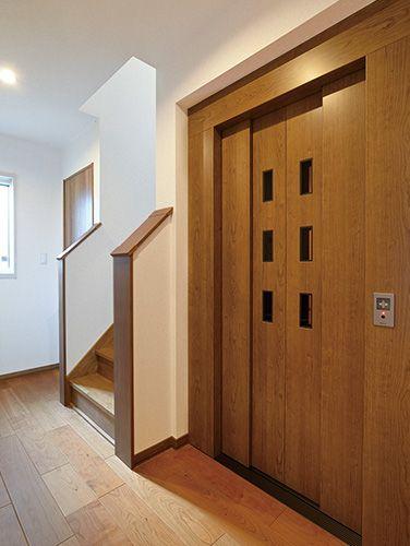 エレベーターは車椅子でも使えるゆとりの広さに 将来 足腰が弱った時にも安心 シニア世代には必需品ですね 住宅 家 ホームズ