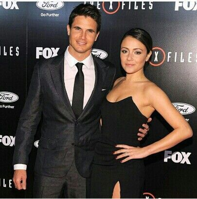 Robbie Amell And Wife Italia Ricci Robbie Amell And Wife Italia