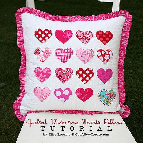 Make a quilted #Valentine hearts pillow.  #sewing