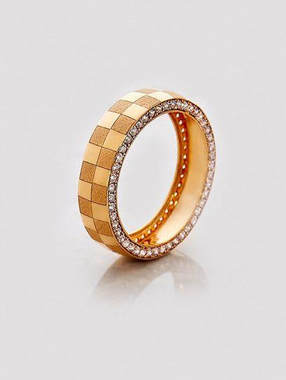 دبل زفاف ذهب عيار 21 دبلة زفاف شكل شطرنج خصم 20 على المصنعية Jewelry Jewelrymaking Love Women Gold Goldjewellery Weddi Gemstones Gemstone Rings Gold