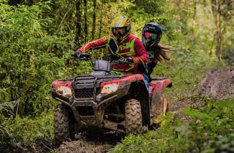 Some of The Best ATV & UTV Trails in The United States – The Hatfield-McCoy Trail System There are a number of ATV trail systems all over the United States. Country Couple Pictures, Cute Country Couples, Cute Country Girl, Photo Couple, Shangri La, Best Atv, Bike Couple, Atv Riding, Full Face Helmets