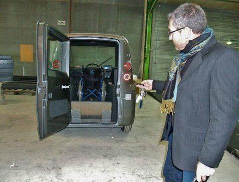 Kimsi : une voiture pour handicapés qui se conduit en fauteuil | Ouest France Entreprises