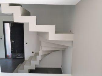 Magnifique Escalier Cremaillere Deux Quart Balance En Beton Cire Vernis Mat Couleur Poivre Blanc Merignac Coffrage Escalier Beton Beton Cire Coffrage Escalier