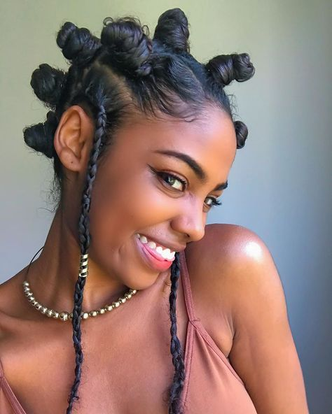 We often want to mimick celebrity hairstyles, but these everyday women in Bantu knots are making us want the protective style for the summer. Bantu Knot Hairstyles, Cute Hairstyles, Summer Hairstyles, Bantu Knots Short Hair, Hairstyles For Afro Hair, Bantu Knot Styles, Cute Natural Hairstyles, Baddie Hairstyles, Hair Puff