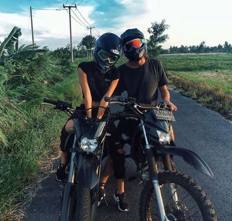 Partner in crime 🔗 Motocross Couple, Motocross Girls, Bike Couple, Motorcycle Couple, Motorcycle Quotes, Relationship Goals Pictures, Cute Relationships, Cute Couples Goals, Couple Goals