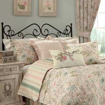 Garden Glitz Reversible Quilt Set In 2020 Quilt Sets Cool Beds