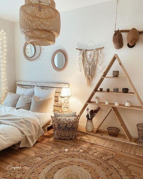 50 Adorable Pallet Bed Ideas You Will Love - Crafome Wood Pallet Beds, Pallet Bed Frames, Diy Pallet Bed, Diy Bed Frame, Pallet Furniture, Wooden Furniture Bedroom, Wooden Bed Frame Diy, Crate Bed, Design Living Room