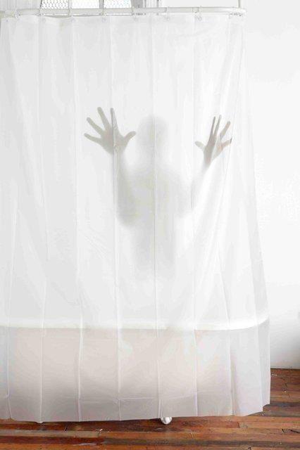 Voce colocaria essa cortina no banheiro??    Aproveita e assista os filmes de terror do Crackle: http://www.crackle.com.br/c/Terror