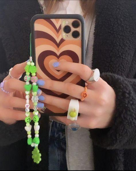 26 ideias de Cordinha de celular em 2021 | joias com miçangas, miçangas,  pulseiras artesanais