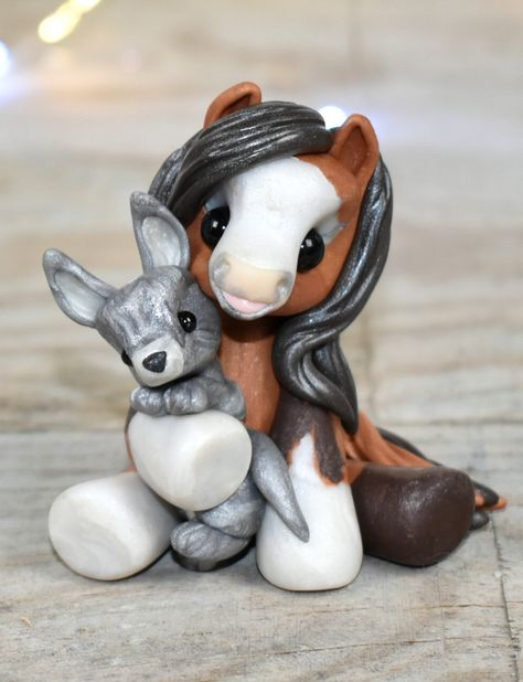 Genuine and original polymer clay sculpture designed and handmade with love by Elisabete Santos Polymer Clay Sculptures, Polymer Clay Animals, Cute Polymer Clay, Cute Clay, Polymer Clay Projects, Polymer Clay Charms, Polymer Clay Creations, Sculpture Clay, Clay Crafts