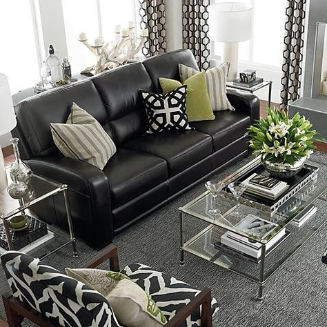 Casual and Comfortable iving room decoratin ideas with black leather sofa