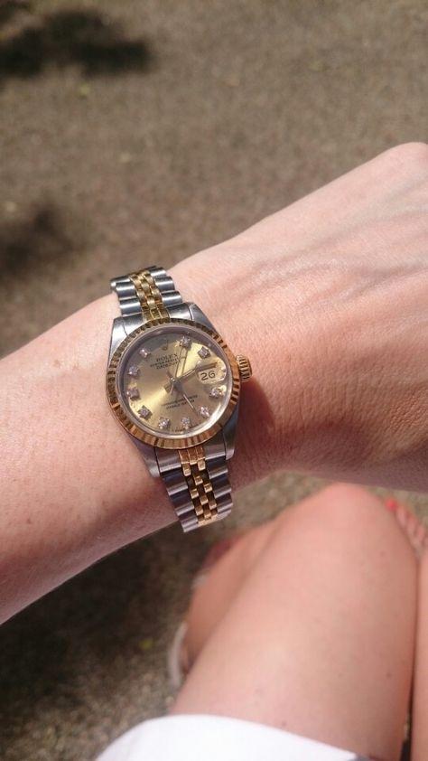 My friend Elizabeth would love this beautiful elegant wristwatch