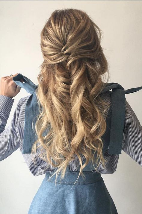 5 Best Loose Curly Hairstyles : Best ideas about Loose Curls Hairstyles Changes are very much necess Loose Curls Hairstyles, Pretty Hairstyles, Braided Hairstyles, Wedding Hairstyles, Fashion Hairstyles, Braids And Curls, Senior Hairstyles, Glam Hairstyles, Hairstyle Hacks
