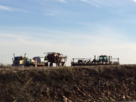 Planting getting started in SE #Pennsylvania near Holtwood. Air Temps 66, soil temps 42-45. Still in the 30's at night. #plant14 #farm #agriculture