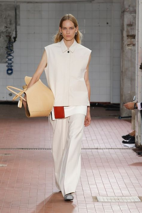 Jil Sander Spring 2019 Ready-to-Wear Fashion Show Collection: See the complete Jil Sander Spring 2019 Ready-to-Wear collection. Look 7