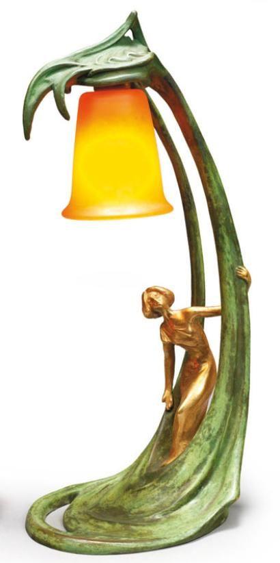 Hélène SIBEUD et DAUM Lampe Art Nouveau en bronze à patines verte et dorée   JV