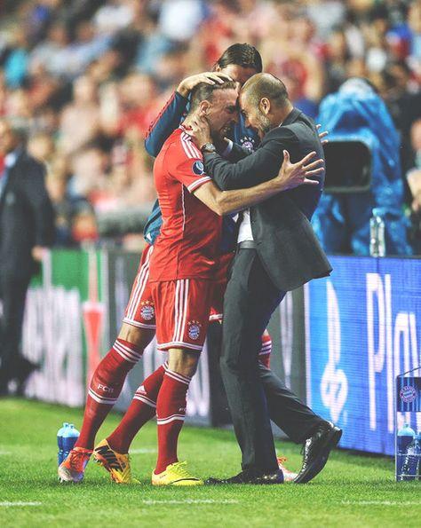 #Ribéry celebra con #Guardiola en la Supercopa de Europa.