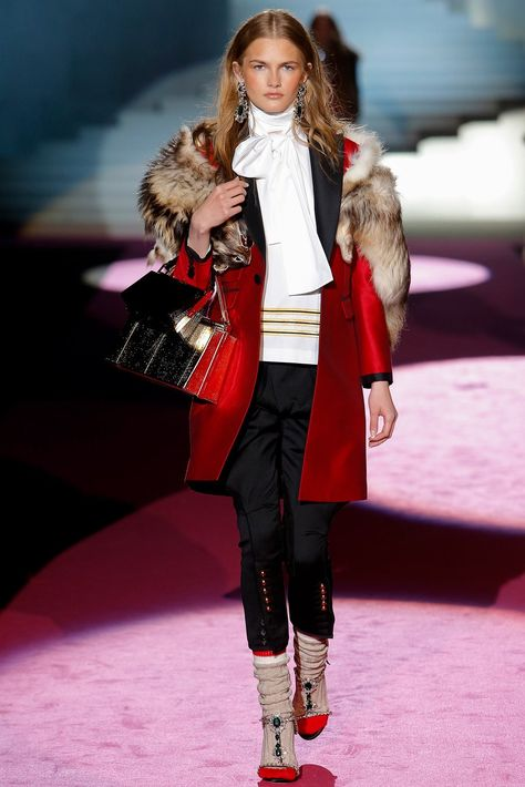 Dsquared2 Fall 2015 Ready-to-Wear collection, runway looks, beauty, models, and reviews.