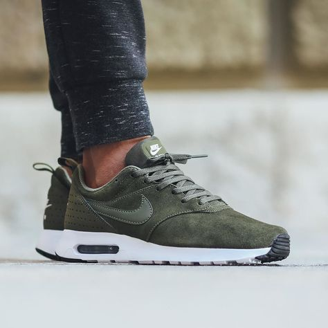 Nike Air Max Tavas Leather - Cargo Khaki/Cargo Khaki available now in-store and online @titoloshop Berne | Zurich by titoloshop