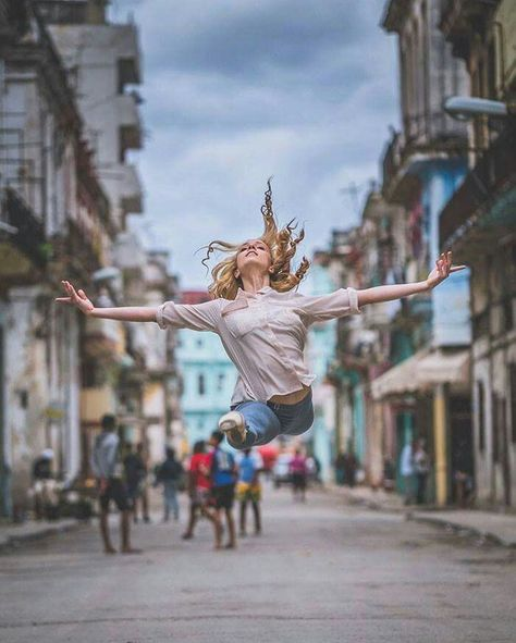 Ballet in the streets of Cuba Photographer - Omar Robles