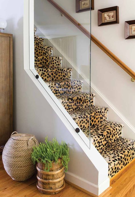 What's a foyer? And How exactly you should decorate it - House Decor Club Whats a foyer? And How exactly you should decorate it Whether you have lived in your home for many Style At Home, Estilo Kitsch, Boho Home, Décor Boho, Diy Décoration, Carpet Stairs, My New Room, Home Decor Inspiration, Home Fashion