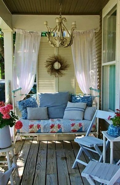 36 Amazing Spring Porch Farmhouse Style Homeridian Com Small Porch Decorating House With Porch Porch Curtains