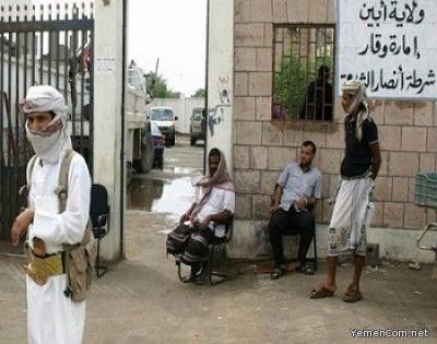 مسؤول يمني يكشف عن مخطط سعودي لتسليم أبين لتنظيم القاعدة Coat Lab Coat