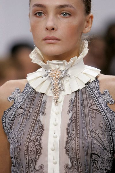 Balenciaga Spring 2006 Runway Pictures Description: Balenciaga at Paris Fashion Week Spring This collar is similar to the ruff/betsy style used in the Empire Period. It is not as large as the collars used then but still makes a statement.