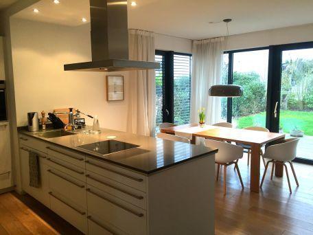 offene Küche mit Essplatz ähnliche Projekte und Ideen wie im Bild - kche mit kochinsel landhaus