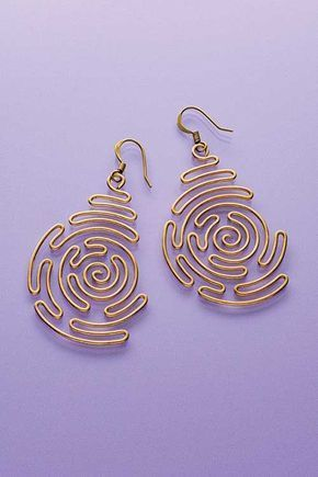 metal jewelry Spiral Labyrinth Earrings - Earrings - Projects - Jewelry - Bend wire in a beautiful spiral labyrinth pattern to make these chic earrings. Cute Jewelry, Metal Jewelry, Jewelry Crafts, Jewelry Art, Beaded Jewelry, Fashion Jewelry, Teen Jewelry, Jewelry Logo, Wire Crafts