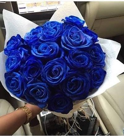 الورد من أكثر الأشياء التي ترسم البسمة وتبعث الراحة والتفاؤل بألوانها الزاهية وبرائحتها Flowers Flower Flowershop E Luxury Flowers Blue Roses Beautiful Roses