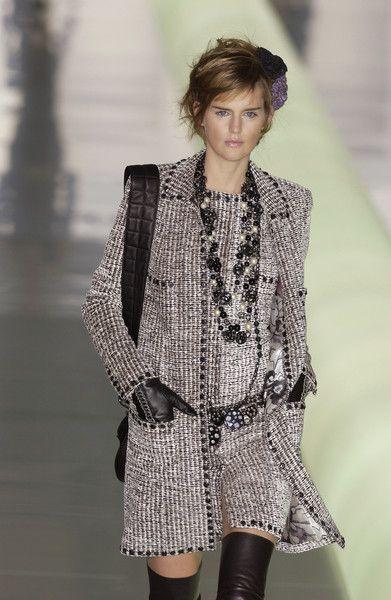 Chanel at Paris Fashion Week Fall 2003 - Runway Photos