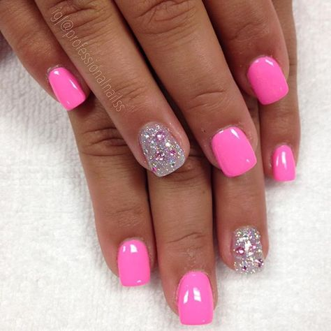 51 best Ideas for fails design summer acrylic bright colors neon art ideas Pink Sparkle Nails, Pink Summer Nails, Pink Gel Nails, Bright Pink Nails With Glitter, Summer Shellac Nails, Bright Gel Nails, Nagel Blog, Beach Nails, Beach Vacation Nails