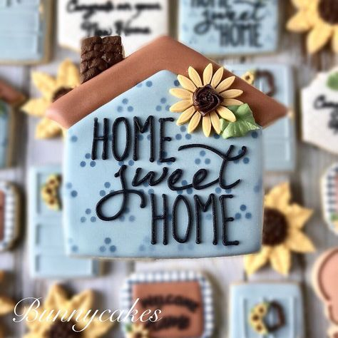 Home sweet home Themed Decorated Cookies in light blue and sunflower embellishments. Doormat, front door and house Sugar Cookies Royal Icing Recipe With Egg Whites, Royal Icing Cookies Recipe, Iced Sugar Cookies, Owl Cookies, Fancy Cookies, Cupcake Cookies, Sunflower Cupcakes, Cookie Wedding Favors, Cookie Gifts