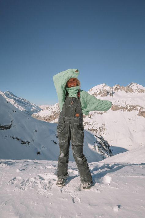 A round up of the best skiwear and snowboarding clothing on and off the slopes from base layers, jumpers, skisuites to accessories Summer Vacation Spots, Fun Winter Activities, Snowboarding Outfit, Best Skis, Winter Hiking, Winter Road, Ski Holidays, Cross Country Skiing, Vacation Outfits