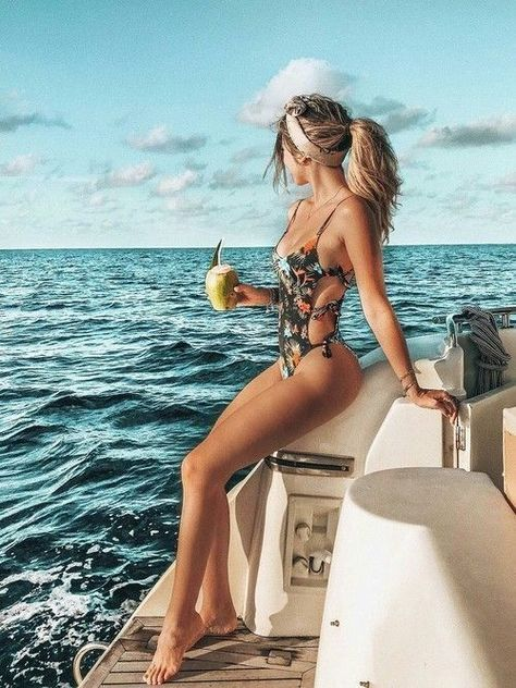 Vacation Swimsuits and Beachwear for women. Womens Affordable bikinis, swim suit cover ups. Summer bikini and beach outfit ideas.