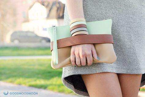 Boho Clutch Bag. Hergestellt aus weichem Vegan Leder. Einzigartiges GoodMoodMoon-Modell. Kupplung hat Kette Armband (die Haken und hebt) und auf