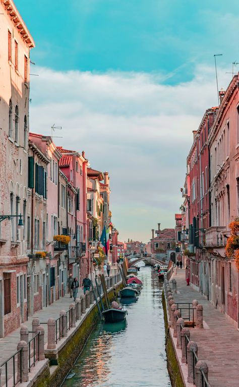 The 52 Most Beautiful Places In Italy - Page 10 of 52 - Veguci Travel Orte in Italien Italien Stadt The Places Youll Go, Places To See, Venice City, Places In Italy, Travel Aesthetic, Beach Aesthetic, Aesthetic Bedroom, Italy Travel, Venice Travel