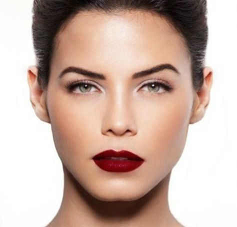 We're absolutely loving this season's trend of dark, vampy lips. Here's how to rock 'em without looking goth ;)