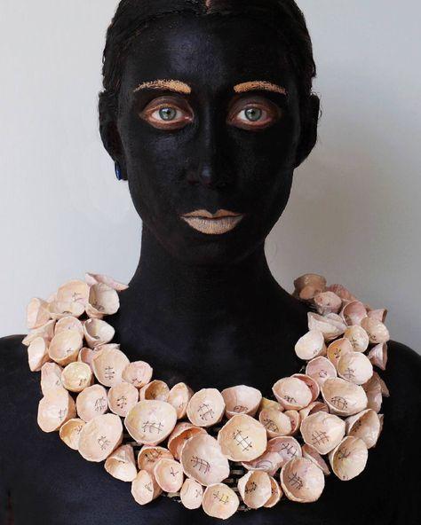 fiori Funny time: black version of...