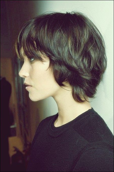 32 Kurze Haarschnitte Fur Welliges Haar Um Bezaubernd Auszusehen Frisur Ideen Haarschnitt Kurz Frisur Dicke Haare Kurzhaarfrisuren