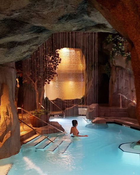 This Hidden Grotto By The Sea Is Canada's Most Magical Spa In BC - Einrichtungsideen Dream Home Design, My Dream Home, The Dream, House Design, Dream Life, Vacation Places, Dream Vacations, Honeymoon Places, Luxury Pools