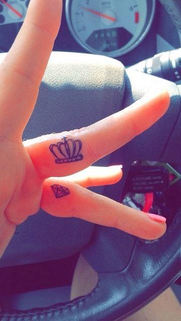 Tatuajes De Diamantes Con Coronas En La Mano Tatuajes Tatuajes