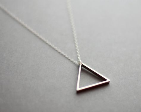 Metal Triangle Necklace Blue White Bronze Modern por FawnAndRose