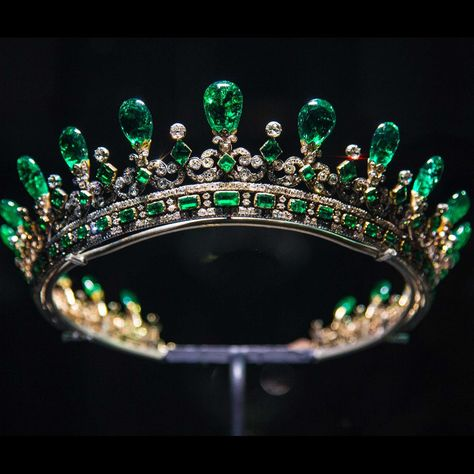 Victoria Revealed: stunning emerald jewels and the Fife tiara join Kensington Palace exhibition - An emerald brooch, earrings, necklace and tiara make up the parure given to Queen Victoria by Princ - Royal Crown Jewels, Royal Crowns, Royal Tiaras, Royal Jewelry, Tiaras And Crowns, Queen Victoria Crown, Queen Victoria Prince Albert, Queen Crown, Antique Jewelry