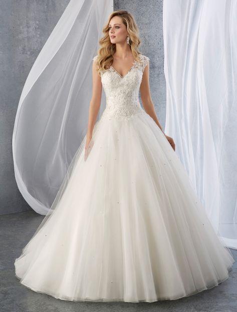 Aceata minunata rochie de mireasa este disponibila in saloanele Elite Mariaj Bucuresti si Iasi