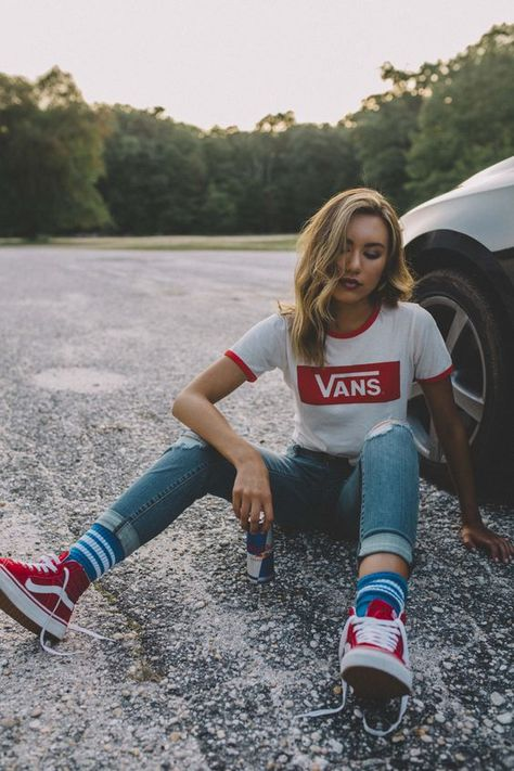 Converse vs. Vans: The most desired shoe (40 outfits)