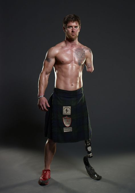 Thank you to an American Hero!Army veteran Noah Galloway lost his left arm above the elbow and left leg above the knee in an Improvised Explosive Device (IED) attack in Yusafiah, Iraq on his second tour of duty. My Champion, Wounded Warrior, Men In Kilts, Army Veteran, Real Hero, Raining Men, Fitness Inspiration, Beautiful Men, Absolutely Gorgeous